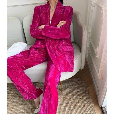 [ ohya梨花 ] =韓國帶回=新款性感名媛穿搭時髦桃紅色/黑色絲絨感西裝外套+長褲兩件式套裝