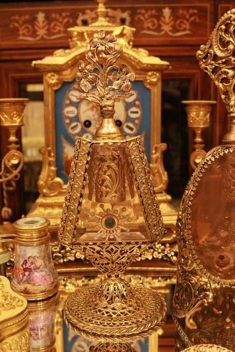 【家與收藏】特價稀有珍藏歐洲百年古董法國凡爾賽古典優雅華麗精緻手工銅金鏤空浮雕大香水瓶 17