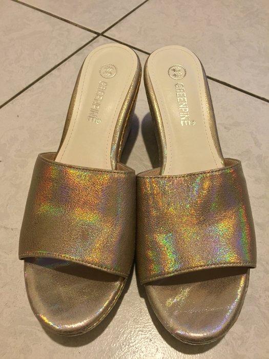 GREENPINE亮麗楔型厚底涼鞋~好搭配