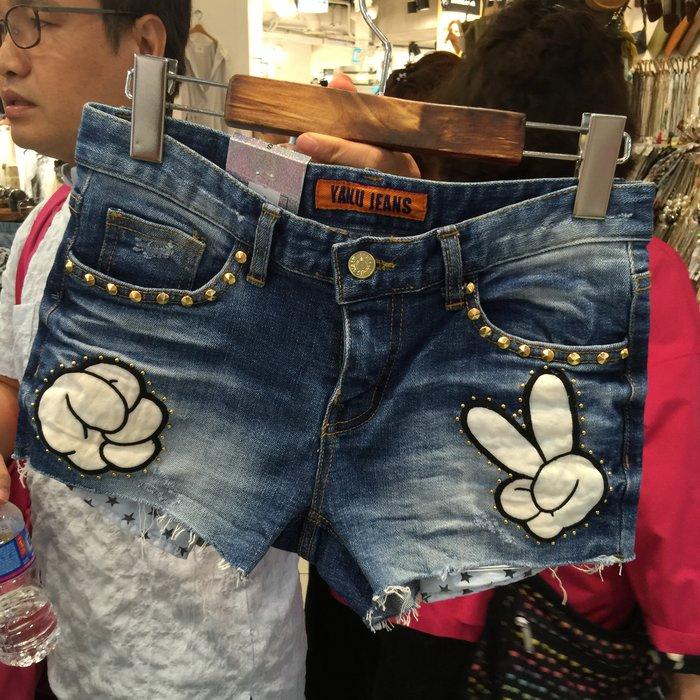 【江南小舖】正韓--定腰式剪刀石頭鉚釘牛仔短褲****零碼出清