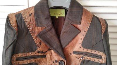 揚名國際 Shawnyi 時尚雙人組 設計師之作 毀損破壞風格鉚釘異材拼接西裝式外套