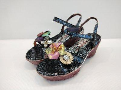 ║阿貴鞋麗屋║ Macanna  麥坎納專櫃  彤宮系列~臘梅~手作混色花飾 氣墊式厚底涼鞋17003