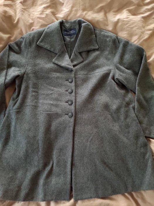 ~櫻花雨~日本專櫃 every time 灰色 安哥拉 羊毛外套 9AR號 80%羊毛