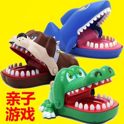 Bite finger big mouth crocodile shark biting toys toy 。