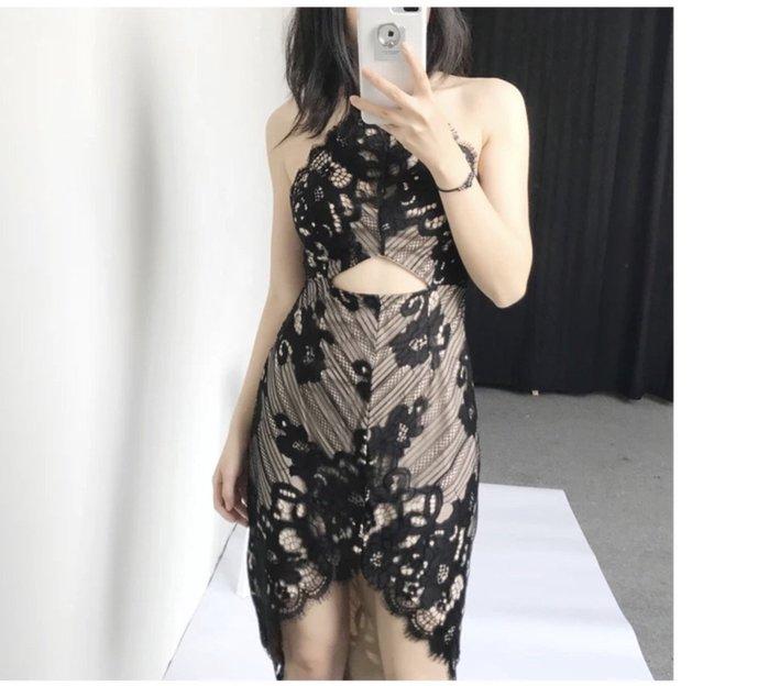 PARIS WOMAN.腰部簍空.性感繞脖.細肩帶蕾絲修身連衣裙
