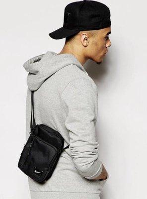 全新正品 NIKE CORE SMALL ITEMS BAG 黑色 側背 隨身背包 bz9791-067