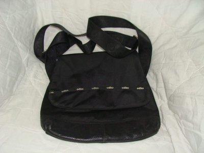 【李歐的二手皮件】9成新非odbo 黑色尼龍布+牛皮 超輕巧斜背包側背包平板電腦包