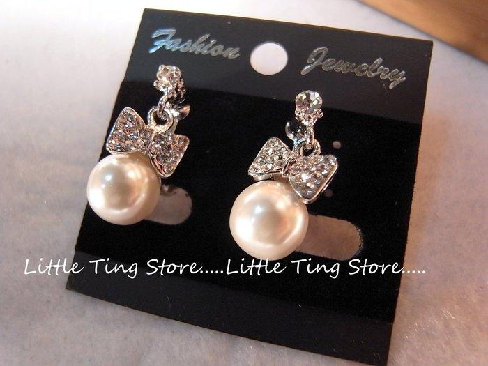 Little Ting Store:白底台蝴蝶結珍珠夾式耳環垂吊貼耳水鑽栓式貼耳飾垂吊螺旋夾式耳環生日禮物