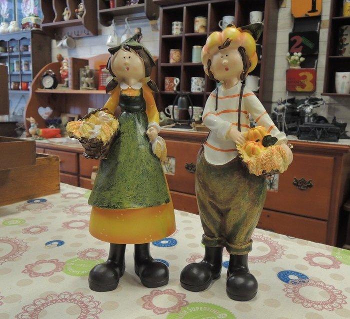 ~溫馨小舖 J&J Store~ 田園鄉村風擺飾一對  鄉村娃娃擺飾 提籃內滿滿南瓜與玉米 歡喜滿載而歸 溫馨的可愛擺飾