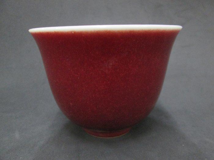 《福爾摩沙綠工場》@ 單色釉瓷杯-磚紅,底款:上海市博物館 一九六二年,容量120CC 特價650元。