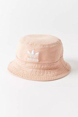 Adidas 愛迪達女生粉紅色漁夫帽