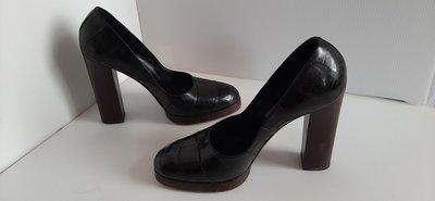 精品大師-GUCCI-黑色鱷魚皮高跟鞋36.5號/市價10萬-極新真品