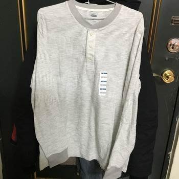 美國品牌  Old Navy  男  M  白底灰橫條紋T-shirt  全新品 數學不好隨性賣 599含運出