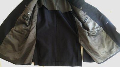 歐碼48【CERRUTI 1881】夏綠蒂super150+絲 黑細條紋單排牛角釦兩扣西裝上衣