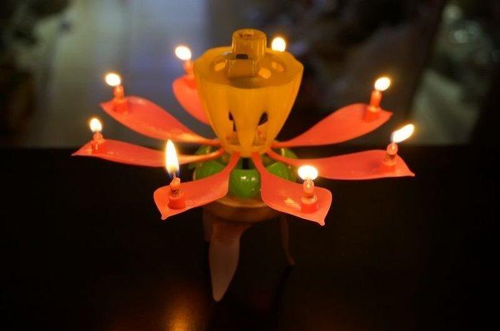 發光派對@旋轉花朵生日音樂炫光蠟燭(花朵造型)會旋轉喔