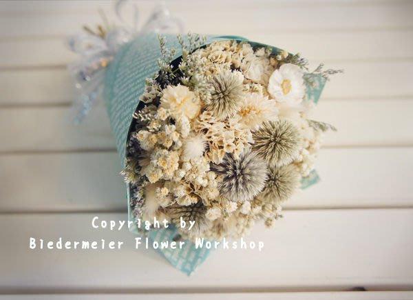 【俾德麥花坊】白色系小小花束 婚禮佈置 居家布置 拍照小道具
