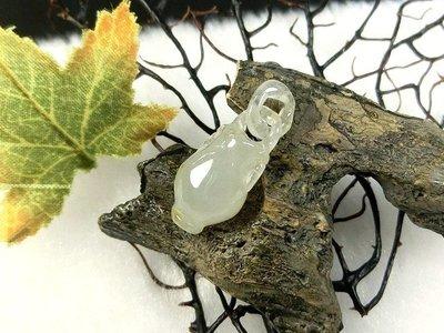 □§Disk的天然水晶§□【永保平安】老坑冰種翡翠寶瓶雕墜(21x9x8mm 2g)JZ31