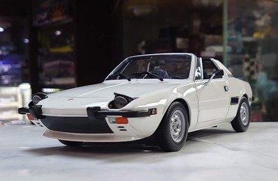 minichmaps 1/18。Fiat X1/9 1974。白頂。原盒