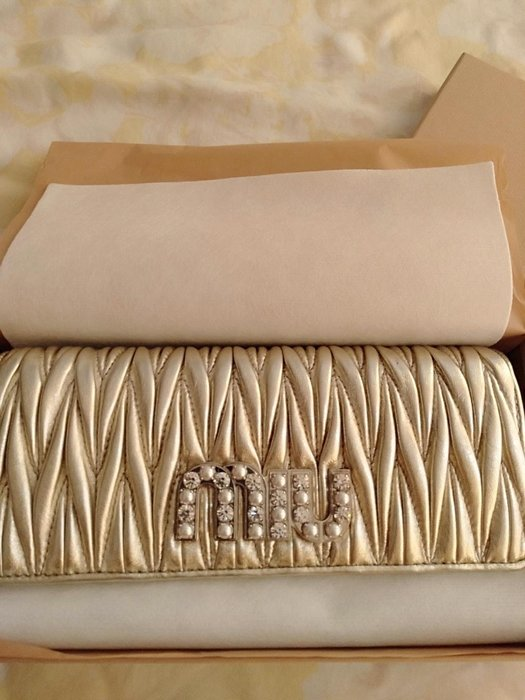 9000元含郵資賠售只給第一標 MIU MIU 金色羊皮珍珠長夾