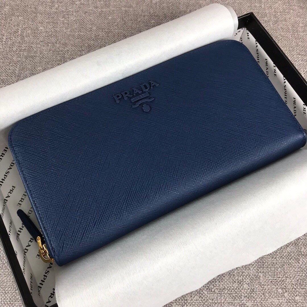 Melia 米莉亞代購 19ss PRADA 皮夾 錢包 長夾 拉鍊款 新款同色LOGO 官網同步 簡約時尚 藍色