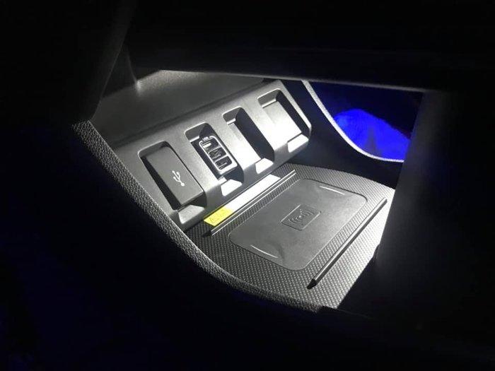 九七八汽車精品 本田 HONDA HRV HR-V 專車專用 無線充電 不占空間 不破壞線組 完全直上免修改 !