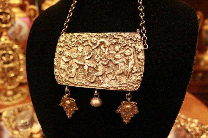 【家與收藏】特價稀有珍藏歐洲百年古董英國維多利亞時期優雅別緻手工天使銀浮雕仕女隨身珠寶盒/首飾盒/卡片盒