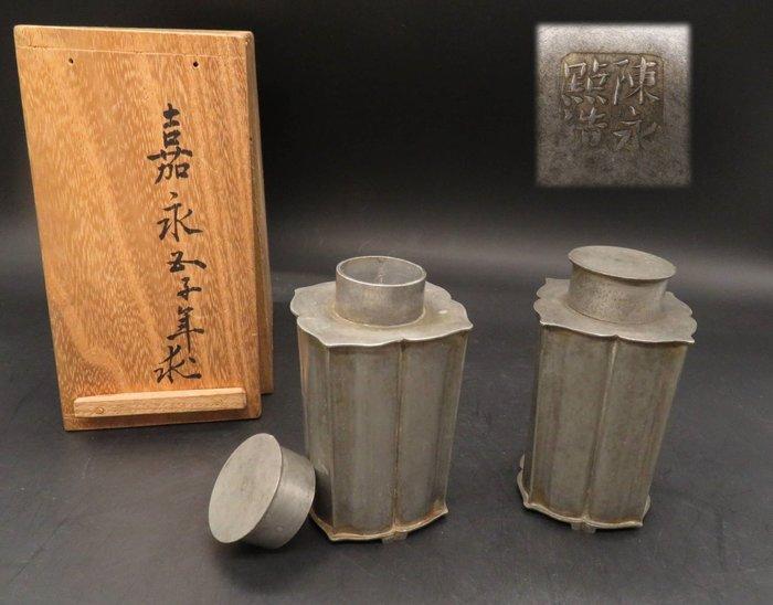 【藏舊尋寶屋】古日本嘉永年間求之-中國唐物 陳永點造 古錫茶罐一對 附木盒 ※702220207070D※〈茶道.古董〉