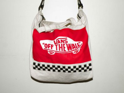 Vans off the wall 紅白造型帆布側背包(二手)