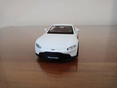 全新盒裝1:36~阿斯頓馬丁 VANTAGE 白色 合金汽車模型
