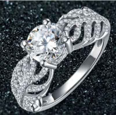 1克拉鑽戒豪華戒檯鑲鑽戒求婚 結婚 情人節禮物 鑽石純銀包白金戒指 高碳仿真鑽莫桑石  FOREVER鑽寶