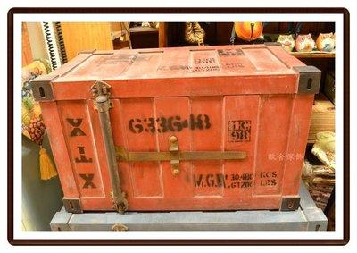 【【歐舍家飾】】美式鄉村工業風 復古仿貨櫃海盜箱(紅) 藏寶箱收納箱穿鞋椅茶几花架床尾椅玩具箱拍照道具櫥窗陳列展示品