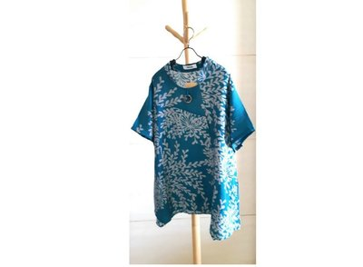 【荷湘田】夏裝--復古風大碼天絲棉寬鬆款款飄逸舒適上衣/裝飾木片