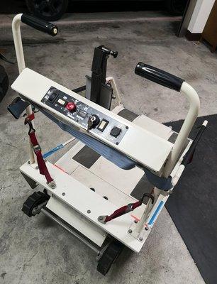 橡膠履帶式電動爬梯機