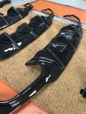 MING GROUP國際 賓士 BENZ W204 C300 碳纖維後下巴 大鰭 現貨