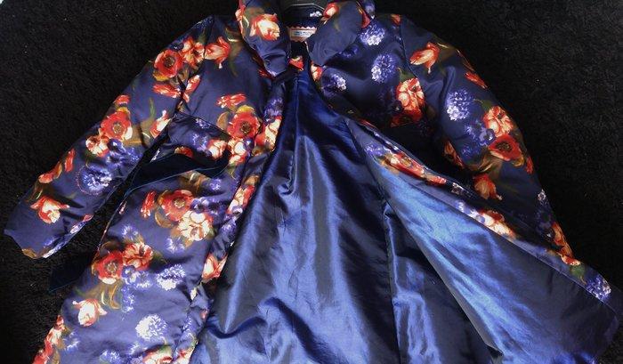 原價$36500 大童10號 義大利精品童裝【 I Pinco Pallino】IPP 藍底花卉絲絨腰帶韓風羽絨大衣