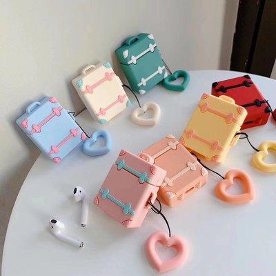 『四號出口』 現貨 【 AirPods 立體 造型 矽膠 保護套 】 可愛 粉嫩 手提箱 馬卡龍色 保護殼 附 指環扣