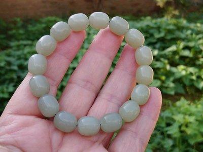 簡單Simple。現貨。10126號天然和闐玉/和田玉籽料青蠶型珠手串手珠手鍊10MMX12MM