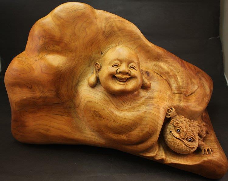# 巧藝坊 # 崖柏笑彌勒三腳蟾蜍  濃郁藥香 純手工雕刻製作