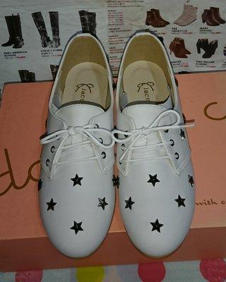 甜甜妞妞小舖☆品牌 double c.韓國 JACE Collection 星星鉚釘牛津鞋 白色平底圓頭鞋