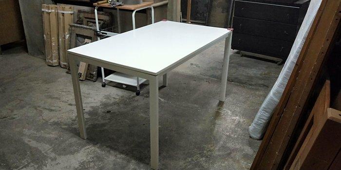 二手商場....4尺白色餐桌