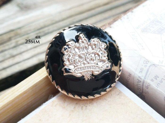 DAda緞帶‧I45137-25mm新貴族淡金徽章黑滴膠鈕扣飾釦1個$12