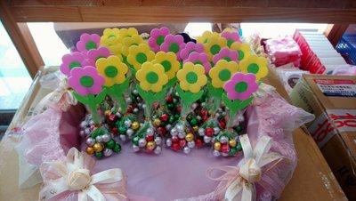 妮妮喜糖~二次進場小禮物。送客喜糖。抽獎遊戲小禮物。金莎巧克力。花棒。麥芽餅。造型棉花糖。慶生糖果~花朵造型巧克力球棒