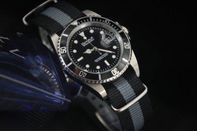 OMAX歐馬仕尚勞利仕名款黑水鬼submarine造型不鏽鋼製石英錶黑灰黑 nato錶帶