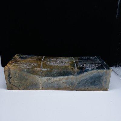 W3236g  老玉  立體圓雕 良渚文化饕餮紋《老玉枕 》擺件 台階痕 土蝕土咬 鈣化受沁
