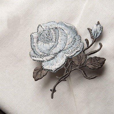 典雅玫瑰花燙布貼~灰藍色  有背膠  ~ 貼布 刺繡 臂章 熨燙徽章 補丁 布章 電繡 貼花 植物 中國風