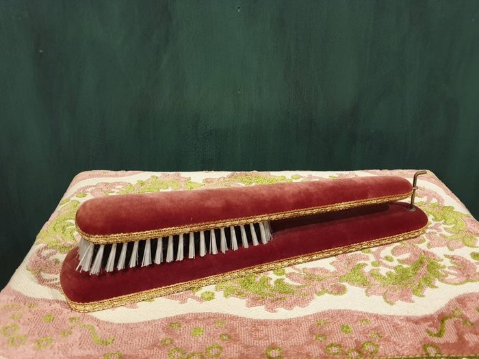 【卡卡頌 歐洲古董】 比利時老件  紅絨  花邊  古典   衣刷  可掛牆 ss0628 ✬