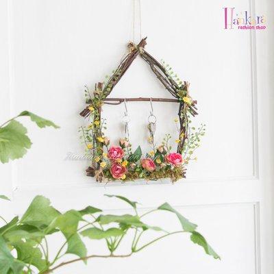 ☆[Hankaro]☆ 北歐清新風格樹藤房屋造型仿真花藝掛飾(紅花)