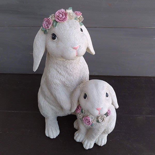 《齊洛瓦鄉村風雜貨》日本zakka雜貨   小白兔造型擺飾 可愛帶花圈造型兔兔裝飾2入一組 居家佈置 店家擺飾