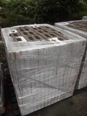 【森紅園藝】植草磚(24*24*8cm)二手含運.買900塊磚~送100塊磚 百歲磚/連鎖磚/水泥塑膠花盆