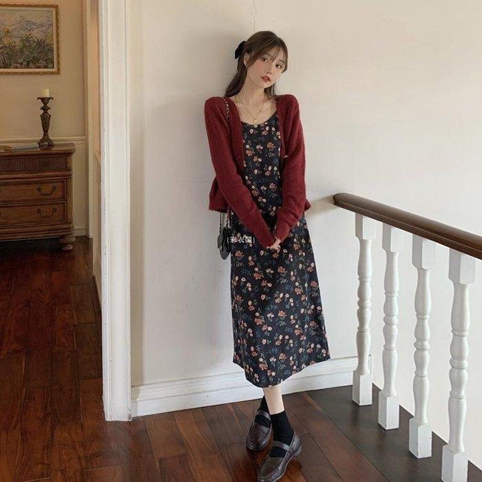 {彩衣閣} 中長款復古碎花吊帶打底連衣裙子女設計感小眾套裝兩件套春秋冬季
